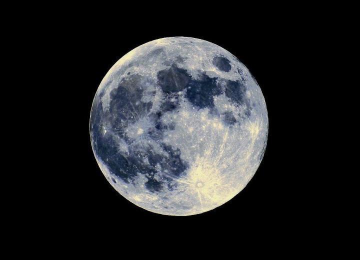 1024px-la_pleine_lune_8147533159_wikimedia_credit